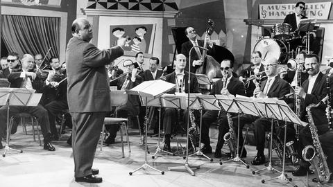 Orchester auf Fernsehbühne