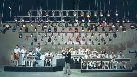 Musiker auf Fernsehbühne