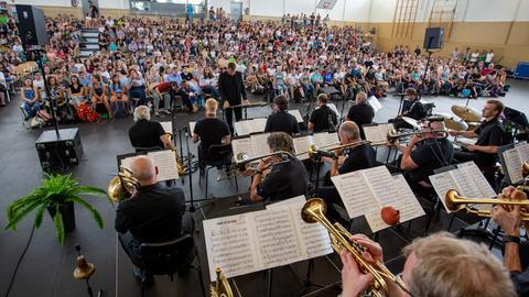 hr-Bigband auf Schultour in Hessen