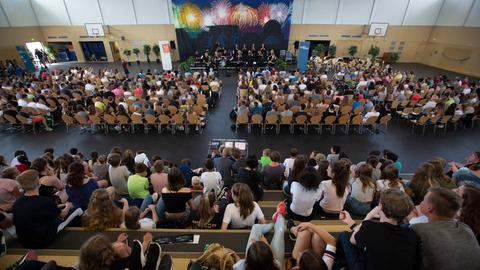 Schüler*innen und hr-Bigband bei Konzert