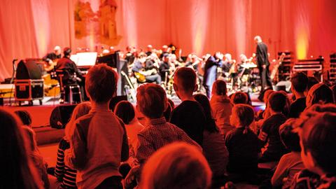 Kinder beim Konzert der hr-Bigband