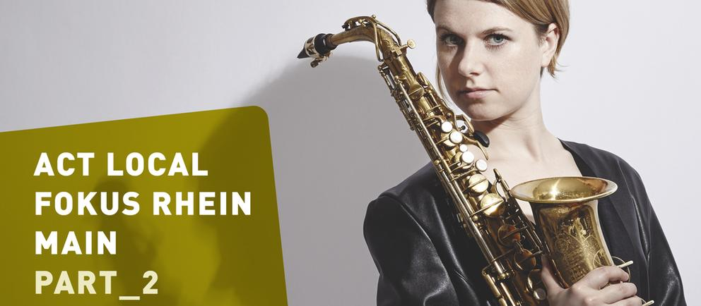 Frau mit Saxophon / Saxofon und Schrift