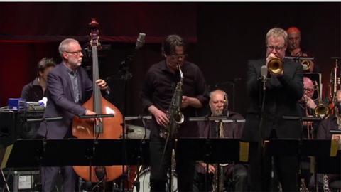 Dave Holland im Konzert mit der hr-Bigband